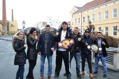 V sobotu 5. března 2016 od 19.30 hodin se v HM Aréně Plzeň uskuteční jedinečný večer pro všechny fanoušky profesionálního boxu. Na své si díky vysoké společenské úrovni večera přijdou i všichni, kteří chtějí zažít netradiční večer plný českých a světových profesionálních boxerů. Galavečer stáje SES a Qwert boxing je událostí, na kterou se těší celá Evropa.