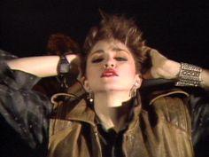 Madonna no clipe de seu primeiro single, 'Everybody', lançado em 6 de outubro de 1982