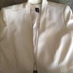 White House Black Market Ivory Cropped Blazer White House Black Market Crop Jacket; Essential wardrobe piece; Featuring padded shoulders for structure; Lined; Can be worn with pants, skirt, or your favorite pair of jeans White House Black Market Jackets & Coats Blazers