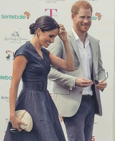 Meghan and Harry at the polo match. Harry And Megan Markle, Meghan Markle Prince Harry, Prince Harry And Megan, Harry And Meghan, Windsor, Prinz Charles, Prinz Harry, Meghan Markle Style, Polo Match