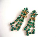 Emerald Green Rhinestone Earrings Clip On by OldAuntsAttic on Etsy, $20.00