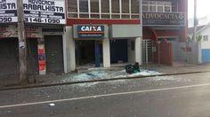 #Cidades,Polícia: Assaltantes armados de fuzil explodem caixa eletrônico no Paraná