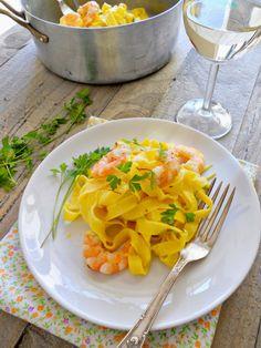 #Fettuccine all'uovo di #LucianaMosconi con porri, gamberoni e pistilli di #zafferano - #pasta #ricette #primipiatti
