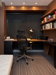 """I need a small home office space for my job."" This is a common question asked by many men and women who are trying to decide how to set up their home office. Home Office Layouts, Home Office Setup, Home Office Space, Office Ideas, Modern Home Offices, Small Home Offices, Masculine Home Offices, Small Office, Office Interior Design"