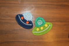 The aliens are coming! Make cute little UFO's applique in about 30 minutes. Here is what you need: Yarn: I used SMC Catania grande, 100% cotton, 50 g/ 63 m, in light blue, light green, blue, green. Catania in silver, yellow and orange, 100% cotton...