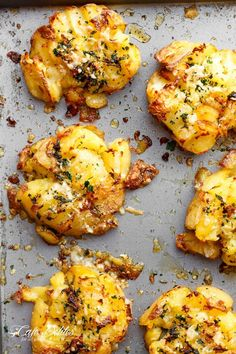 These Crispy Garlic Butter Parmesan Smashed Potatoes are the most delicious side dish, right up there with wedges and mashed potatoes. If you've never tried smashed potatoes before, then you've got to try them at Potato Side Dishes, Vegetable Side Dishes, Vegetable Recipes, Vegetarian Recipes, Cooking Recipes, Healthy Recipes, Side Dishes For Steak, Delicious Recipes, Greek Side Dishes