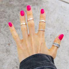 Fato: as brasileiras são as mais apaixonadas por unhas. Toda semana é uma moda nova, uma cor hit que surge e uma enxurrada de pedidos e misturinhas especiais nos salões de beleza. Para tirar a sua …
