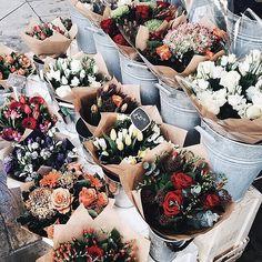 Sweet dreams! Can't wait for tomorrow❤️ brunch with my all time favorites @ainzmen @maikebeunk @stefsmits @arjanwallet @rutgerbrakel #happy #flowers #friends #easter #weekend #sunday by moderosa http://ift.tt/1X1dlnv