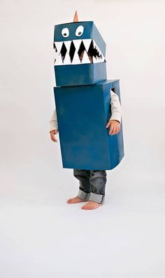 DIY Cardboard dinosaur costume from - hello, Wonderful - Diy Dinosaur Costume, Dino Costume, Dinosaur Party Favors, Cardboard Costume, Cardboard Crafts, Diy Karton, Fancy Dress For Kids, Homemade Costumes, Halloween Kostüm