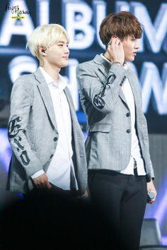 140511 Suho Kris - EXO Comeback Showcase in Shanghai (cr: perfect harmony)