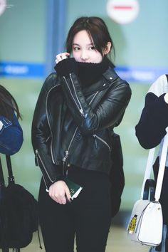 Twice - Nayeon Kpop Fashion, Love Fashion, Fashion Outfits, Fashion Trends, Petite Fashion, Curvy Fashion, Fashion Bloggers, Style Fashion, Korean Airport Fashion