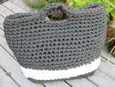 crochet one stitch easy large purse, sits well on bottom, handle made it