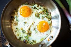 Beautiful green and purple spring garlic sauteed in browned butter and cooked into perfectly fried eggs. Brunch Recipes, Breakfast Recipes, Breakfast Club, Brunch Ideas, Spring Garlic, Eat Seasonal, Healthy Recipes, Garlic Recipes, Healthy Breakfasts
