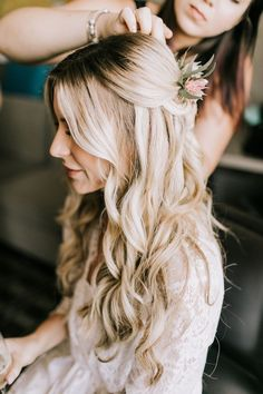 Loose curls/middle part// Photo by Lillywhite Photography Wedding hair goals. Loose curls/middle part// Photo by Lillywhite Photography Loose Curls Wedding, Curled Wedding Hair, Long Hair Wedding Styles, Wedding Hair Down, Gown Wedding, Lace Wedding, Wedding Rings, Wedding Dresses, Wedding Hair Photos