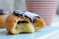 Fastelavnsboller med marcipanremonce og mørk chokolade — Sesam, Sesam