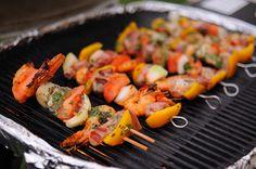 Receitas saudáveis: espetadinhas de peixe e marisco