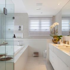 11 ways to make your bathroom look more expensive (From Betti Hunter - homify) Bathroom Design Inspiration, Bathroom Interior Design, Rich Home, Concept Home, Modern Bathroom, Home Remodeling, Sweet Home, House Design, House Styles