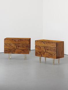 GIO PONTI Rare pair of chests of drawers, 1950s  Walnut root-veneered wood, bronze. Each: 82 x 100 x 47 cm (32 1/4 x 39 3/8 x 18 1/2 in) Produced by Giordano Chiesa, Italy. Together with a certificate of authenticity from the Gio Ponti Archives (2).