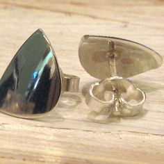 PALA nappikorvakorut on valmistettu hopeisen lusikan pesästä. Cufflinks, Drop Earrings, Accessories, Store, Jewelry, Jewlery, Jewerly, Larger, Schmuck