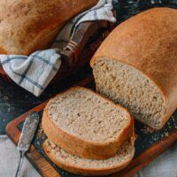 This whole wheat bread recipe makes perfect sandwiches and toast, and it has a rich, complex flavor. Give this whole wheat bread a try and you'll see how easy it is to make! Multigrain Bread Recipe, Wheat Bread Recipe, Pizza Recipes, Bread Recipes, Wok Of Life, Sandwiches, Whole Wheat Bread, How To Make Bread, Bread Making