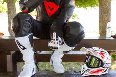 Mx Boots, Motorcycle Suit, Gay, Take That, Suits, Bikers, Helmets, Sneakers, Leather