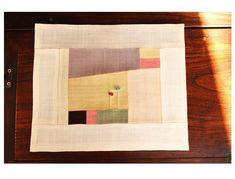 이웃님들 안녕하세요^^ 오늘은요 너무너무 추운 날씨와는 달리^^ 따스한 느낌의 조각보를 소개하려고 합니... Applique Designs, Quilting Designs, Fabric Art, Fabric Crafts, Korean Crafts, Types Of Craft, Fabric Squares, Small Art, Textiles