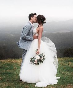 All brides dream of finding the ideal wedding ceremony, however for this they require the most perfect wedding dress, with the bridesmaid's dresses enhancing the brides dress. Here are a variety of tips on wedding dresses. Wedding Advice, Wedding Goals, Wedding Pics, Wedding Bride, Wedding Events, Wedding Ceremony, Wedding Day, Wedding Dresses, Tulle Wedding