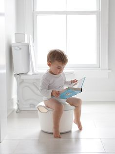 Is it Time to Potty Train? How to spot a potty-ready toddler and pediatrician pointers to get you started training. Ubbi_3-in-1 potty