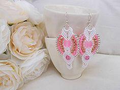 Náušnice - Bielo-ružové svadobné makramé náušnice - 7073232_white-pink wedding macrame earrings
