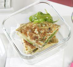 Tortilla de patatas con cebolla y pimientos, plato ideal para llevarlo contigo a la oficina;) #recetas