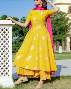 Shop online Yellow Leaf foil printed suit set Adorn yourself with this leaf motif block foil printed kurta and pink dupatta. Pakistani Dress Design, Pakistani Outfits, Indian Outfits, Kurta Designs Women, Blouse Designs, Salwar Suits Simple, Designer Party Wear Dresses, Lehnga Dress, Indian Designer Suits