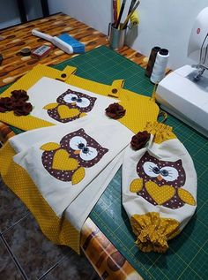 Thanksgiving Crafts and Ideas for Kids Sewing Crafts, Sewing Projects, Projects To Try, Easy Thanksgiving Crafts, Owl Patterns, Patch Quilt, Kitchen Gifts, Baby Sewing, Soft Furnishings