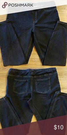 """Leggings Jean Style Jean Style leggings, have the look of wearing jeans but the comfort of leggings. Elastic waist band for extra comfort and give. Pockets on back are function pockets. 93% cotton  7% spandex  Waist 34"""" Rise 10"""" Inseam 27.5"""" Excellent condition HUE Pants Leggings"""