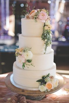 Love this cake by Simply Sweet by Jessica!   Photo: Michael Murphy IV Photography
