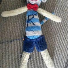Pantaloncini su misura #uncinetto#fattoamanoconamore #crochet #pupazzo #amigurumi by lucilucil