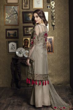 Shadow fleur brown ready to wear dress by Imrozia Premium party wear collection 2018 - Online Shopping in Pakistan Pakistani Dresses Casual, Pakistani Party Wear, Pakistani Wedding Outfits, Pakistani Dress Design, Indian Dresses, Indian Outfits, Stylish Dresses, Simple Dresses, Beautiful Dresses