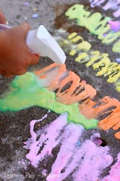 Easy recipe for FIZZING sidewalk chalk paint - Sure to wow your kids!