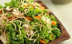 Disfruta esta exótica ensalada asiática con la siempre fresca lechuga Dole.    Preparación: 15 minutos   Porciones: 4 - 6 personas