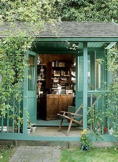 Ivy art studio/office…this looks like it belongs in England :) Maybe in another life. Isn't this just lovely? | Look around!