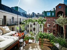 Modern and Nordic design for a 56 m² apartment in Sweden - All About Balcony Pergola Shade, Diy Pergola, Pergola Plans, Pergola Kits, Interior Balcony, Scandinavian Apartment, Balcony Plants, Pergola Attached To House, Interior Design Magazine