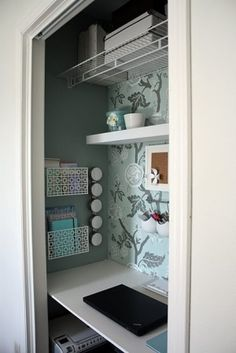furniture for small spaces Closet office. I could really, really use this in my tiny bedroom! But then I would have nowhere to put my clothes. Closet Desk, Closet Office, Home Office Space, Small Office, Desk Space, Mini Office, Hallway Closet, Office Workspace, Kitchen Office Nook