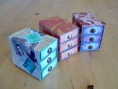 Simpático alhajero con cajas de fósforos