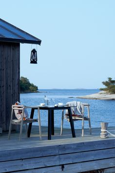 Oxnö chair, teak. Table 80 cm, black ash with glass table top. Design: Matilda Lindblom. Photo: Johan Carlson