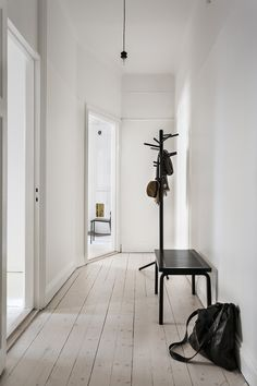 Vasastan Döbelnsgatan Hallway artek black white jackhängare Fantastic Frank