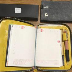4月のはじまり。 ・ ほぼ日手帳の手帳本体を 新しくしました。 ・ 真新しい手帳に最初に書き込む 時が好き😆 ・ 今年度もたくさん書き込んで 愛用したいと思います😉 ・ 今月もよろしくお願いします^_^ ・ ・ ・ #ほぼ日手帳 #ほぼ日#ほぼ日オリジナル  #手帳#能率手帳 #真新しい手帳の匂いが好き #ほぼ日やっぱり書きやすい #ほぼ日に付いてたボールペン #何年も愛用#なめらかに字が書ける