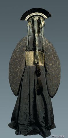 The pre-Senate gown Amidala wears is strongly influenced by the Japanese kimono. | Celebrate May 4th By Drooling Over Queen Amidala's Costumes