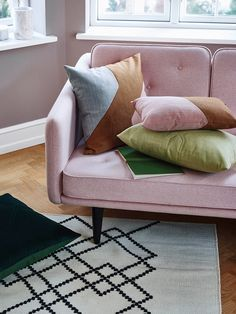 La marque danoise Louise Roe Copenhagen prône des matériaux et un savoir-faire authentiques qui fait de ces objets du quotidien de véritables pièces design.