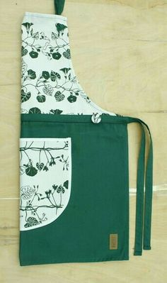 Fabric Crafts, Sewing Crafts, Sewing Projects, Flirty Aprons, Quilted Gifts, Gardening Apron, Sewing Aprons, Apron Designs, Kids Apron