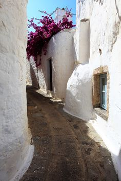 PATMOS// Patmos - Greece: white rounded architectural shapes that appease the violent…