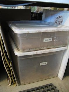 Clay Damp Boxes - pour plaster slab into the bottom, add extra water. keeps pieces damp for months. pottery ceramics clay